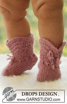 Knitting Patterns Booties Roly Poly Socks / DROPS Baby – Knitted Booties with Lace Patterns for … Baby Knitting Patterns, Knitting For Kids, Knitting Socks, Baby Patterns, Free Knitting, Crochet Patterns, Cowboy Baby, Baby Alpaca, Drops Alpaca