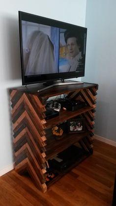 Shelves with herringbone sides Space Saving Furniture, Handmade Crafts, Diy Tutorial, Herringbone, Diys, Shelf, Workshop, Woodworking, Internet