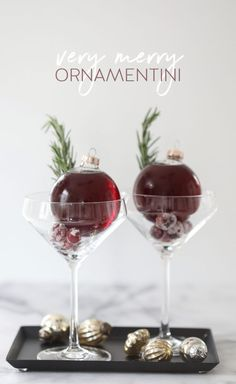 Very Merry Ornamentini - The perfect way to serve drinks without spilling!