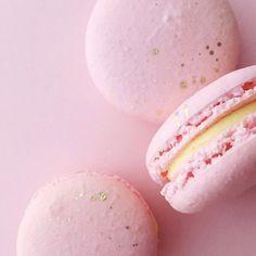 pink.quenalbertini: Pink macarons | The Rose Garden