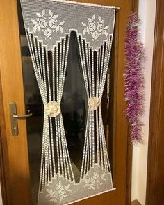 Tricot et Crochet Archives - Page 29 of 202 - Just DIY Crochet Curtain Pattern, Crochet Curtains, Beaded Curtains, Curtain Patterns, Curtain Designs, Crochet Patterns, Filet Crochet, Crochet Diy, Crochet Home