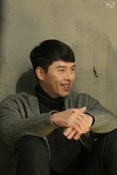 Go Behind-the-scenes of drama 'Crash Landing On You'! Korean Drama Stars, Korean Star, Hyun Bin, Asian Actors, Korean Actors, Korean Dramas, Sea Wallpaper, We Bare Bears Wallpapers, Kdrama Actors
