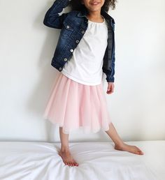 Most little girls love a tutu. I don't like to stereotype my daughter through her clothes, but I couldn't deny her of a tulle skirt if that's … Tulle Skirt Kids, Diy Tutu Skirt, Crochet Tutu Dress, Tulle Skirt Tutorial, Tulle Dress, Tutu Skirts, Tuelle Skirts, Girls Skirt Patterns, Christmas Tutu Dress