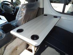 200系ハイエースにテーブル取り付け|ハイエース200系カスタム/キャンピングカー製作・販売 ティピーアウトドアデザイン|do-blog(ドゥブログ)