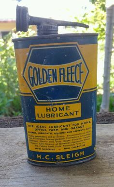Early Golden Fleece Home Lubricant tin Vintage Tools, Vintage Signs, Vintage Ads, Meanwhile In Australia, Australian Vintage, Old Gas Stations, Classic Motors, Tin Cans, Gas Pumps