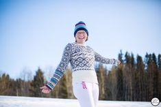 Tora Berger i genseren Rings & Roses, som jeg har designet for Dale Garn
