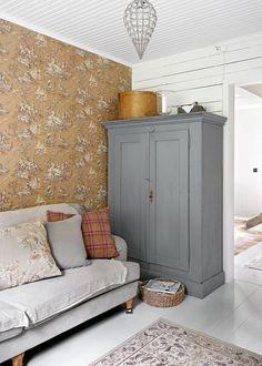 Best Living Room Wallpaper Design Ideas (for Your Sweet Home) - JJones Modern Pillows, Interior Decorating, Interior Design, Cottage Living, Living Room Lighting, Room Lights, Interior Inspiration, Painted Furniture, Living Spaces