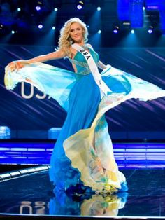 Miss USA 2009 Kristen Dalton her Presentation Show evening gown by Sherri Hill. Nassau Bahamas, Miss Usa, Paradise Island, Beauty Pageant, Evening Gowns, Universe, Sari, Sherri Hill, Disney Princess
