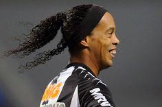 Official: Ronaldinho still remains in Brazil | enko-football