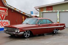 Holla for the impala. 1961 Chevy Impala, Chevy Ss, Chevrolet Impala, Cool Old Cars, Fancy Cars, My Dream Car, Dream Cars, Chevy Hot Rod, Muscle Cars