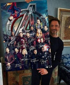 with Avengers poster - - Robert Downey Jr. with Avengers poster Pics Robert Downey Jr. with Avengers poster Captain Marvel, Marvel Avengers, Black Widow Avengers, Avengers Poster, Marvel Dc Comics, Marvel Heroes, Comic Poster, Avengers Humor, Funny Marvel Memes