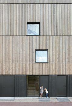 Lofthouse I by MKA(Marc Koehler Architects) 스킵 플로어 구조의 조립식 고층 목조주택 모든 층...