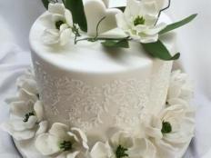 Biele magnólie na svadobnú tortu s fotopostupom - foto postup Cake Decorating, Desserts, Tailgate Desserts, Deserts, Postres, Dessert, Plated Desserts