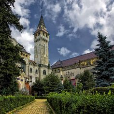 The Tower Tg Mures - Romania Travel Around The World, Around The Worlds, Visit Romania, Romania Travel, Central And Eastern Europe, Famous Buildings, Travel Planner, Barcelona Cathedral, Places To See