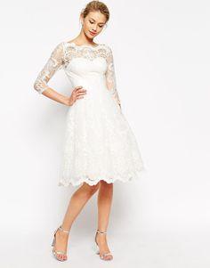 Image 1 - Chi Chi London - Robe de bal de fin d'année mi-longue en dentelle de haute qualité avec encolure style Bardot et manches 3/4