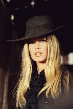 Bardot likely comes to mind. One part style icon, one part sex symbol, Bardot set the standard for top-notch personal style in the and with her 60s Fashion Trends, 70s Fashion, Fashion Styles, Fashion Women, Das Geheimnis Von Kells, Victoria Beckham, Fashion Articles, Fashion Tips, Fashion Ideas