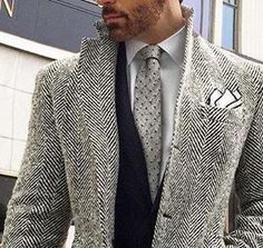 Black, white & grey texture: herringbone topcoat, mini-print tie, tipped pocket square Tweed Suits, Mens Suits, Topcoat Men, Herringbone Jacket, Revival Clothing, Professional Wardrobe, Well Dressed Men, Tweed Jacket, Top Coat
