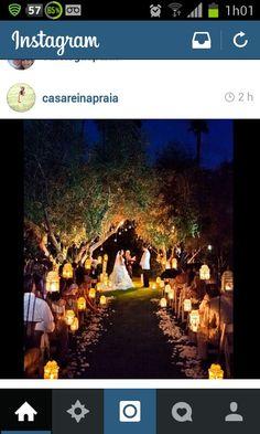 Perfeito para um casamento ao ar livre a noite.