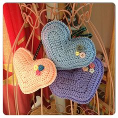 padded crochet hearts by LenkaH free pattern Crochet Bear, Crochet Home, Love Crochet, Crochet Gifts, Beautiful Crochet, Crochet Animals, Appliques Au Crochet, Crochet Motif, Crochet Patterns