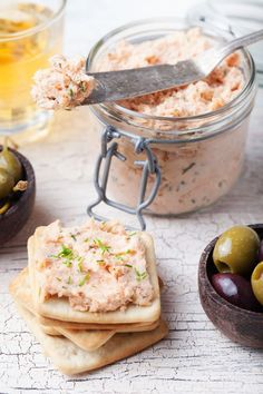Nátierka z topeného syra s údenou makrelou Deli Food, Food N, Food And Drink, Canapes, Sin Gluten, Appetizers For Party, Real Food Recipes, Tapas, Catering