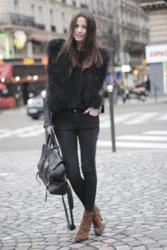 The best of street style. Plaid Fashion, Tomboy Fashion, Green Fashion, Look Fashion, Winter Fashion, Fashion Outfits, Net Fashion, Leopard Print Ankle Boots, Simple Winter Outfits