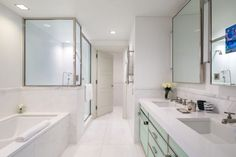 How To Clean A White Bathroom, According To A Luxury Hotel