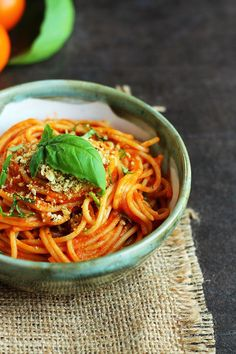 Simple Roasted Tomato Spaghetti Sauce (and Garlic Toast! (Garden of Vegan) Veggie Recipes, Pasta Recipes, Whole Food Recipes, Vegetarian Recipes, Cooking Recipes, Roasted Tomato Pasta, Roasted Tomatoes, Easy Healthy Dinners, Healthy Dinner Recipes