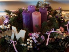 Advent with tall pillar candles Christmas Wreaths, Christmas Crafts, Christmas Decorations, Christmas Countdown, Homemade Advent Wreath, Advent Wreath Candles, Advent Wreaths, Purple Candles, Christmas Traditions