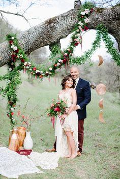 eco-friendly California wedding - photo by Shannon Rosan Photography… Field Wedding, Forest Wedding, Boho Wedding, Wedding Ceremony, Dream Wedding, Wedding Styles, Wedding Photos, Photo Souvenir, Diy Wedding Flowers