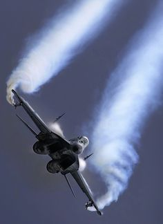 F 18 Hornet avion de la marina en maniobras