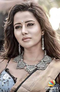 Varma Tamil Movie Actresses Megha Chowdhury & Raiza Wilson 2018 Cutest HD Stills Actress Pics, Tamil Actress Photos, Raiza Wilson, Bra Types, Traditional Looks, Tamil Movies, Beautiful Models, Indian Beauty, Bollywood Actress