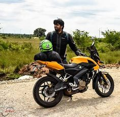Candid shot checking my buddies  ride #chikmaglur #winterride #revlimiterz @revlimiterz  Photo: Renacer Photography