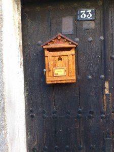 http://mailboxzona1.es/buzon-trebol/ Buzón de madera.