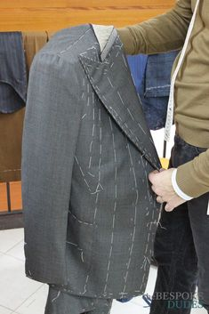 Dear Dudes, the last part of the Bespoke Experience at Chiaia-Napoli will highlight some of the final steps of the process of making a suit. In the picture above, note that the shoulders stay up even though there is no padding inside them, but just a Men Fashion Photo, Mens Fashion Suits, Mens Suits, New Fashion, Sewing Men, Sewing Pants, Tailoring Techniques, Suit Pattern, Bespoke Tailoring