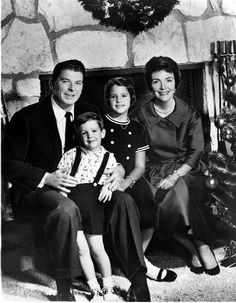 The Reagan family official Christmas 1961 photo: Ronald, Ron, Patti and Nancy of the United States 40th President, President Ronald Reagan, Presidents Wives, Greatest Presidents, Presidential History, Presidential Trivia, Nancy Reagan, All In The Family, Press Photo