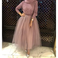 Be like a princess with these pretty amazing evening gowns; Those lovely gowns are Hijab Prom Dress, Hijab Evening Dress, Hijab Wedding Dresses, Evening Gowns, Gown With Hijab, Muslim Evening Dresses, Dress Wedding, Bridesmaid Dresses, Stylish Dresses