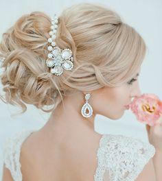 coiffure mriage cheveux longs- chignon avec diadème en perles