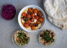 Gegrilde tomaten in yoghurt uit Ottolenghi Simple - My Food Blog Yotam Ottolenghi, Food Blogs, Chana Masala, Bon Appetit, Hummus, Vegetarian Recipes, Veggies, Eat, Ethnic Recipes