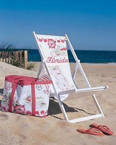 Make this tote to carry towels, sunscreen, and other beach or pool essentials. Use fabric leftover from the Souvenir Sling Chair project, and the bag will coordinate neatly with your waterside seating. Photo Summer, Summer Fun, Summer Vibes, Beach Crafts, Summer Crafts, Diy Crafts, Home Design, Interior Design, Sweet Home