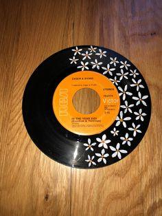 cd art aesthetic - cd art ` cd art projects ` cd art diy ` cd art aesthetic ` cd art for kids ` cd art painting ` cd artwork cd art ` cd art wall Aesthetic Painting, Aesthetic Room Decor, Aesthetic Art, Aesthetic Black, Record Crafts, Cd Crafts, Vinyl Record Projects, Art Projects, Record Wall Art