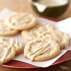 Soft Maple Sugar Cookies- These sweet sugar cookies melt in your mouth, and have a hint of maple in them. Serve them up as a perfect fall treat. Maple Cookies, Sugar Cookies Recipe, Cookie Recipes, Raisin Cookies, Cookie Ideas, Baking Recipes, Köstliche Desserts, Delicious Desserts, Dessert Recipes