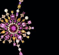 """Collier Soleil Pastel de Chanel Joaillerie - """"Bijoux de Chanel"""" par Patrick Mauriès http://www.vogue.fr/joaillerie/news-joaillerie/diaporama/les-bijoux-chanel-joaillerie-au-fil-des-pages/9940/image/617011#collier-soleil-pastel-de-chanel-joaillerie-quot-bijoux-de-chanel-quot-par-patrick-mauries"""