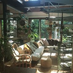 Interior Design Living Room, Living Room Decor, Living Spaces, Minimal House Design, Minimal Home, Hippie House, Joy Of Living, Workspace Inspiration, Space Architecture