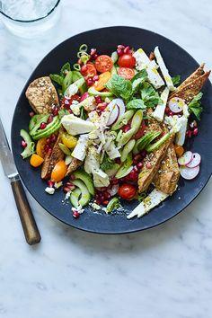Tomato and pomegranate fattoush makes a delicious vegetarian BBQ recipe. You can make it ahead, as long as you keep the bread separate. Easy Pasta Salad, Easy Salads, Summer Salads, Loaded Potato Salad, Creamy Potato Salad, Joe Wicks Recipes, Smoked Salmon Salad, Pumpkin Salad, Mango Salad