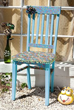 decorate old garden furniture blue chair decoupage fabric flowers