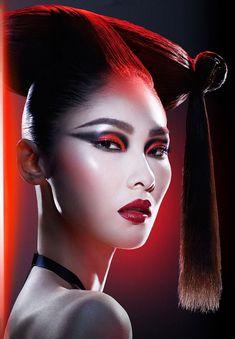 6 Covergirl Makeup Looks for Star Wars - Makeup Looks Classic Star Wars Logos, Star Wars Poster, Makeup Art, Beauty Makeup, Eye Makeup, Makeup Ideas, Geisha Make-up, Covergirl Makeup, Sommer Make-up Looks
