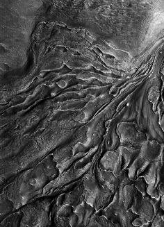 ♥ Mars, Harmakhis Vallis, photo: Nasa