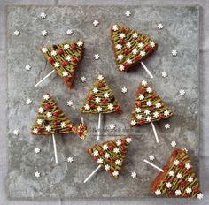 Turta dulce pufoasa cu mar copt Christmas Tree, Holiday Decor, Cakes, Pie, Teal Christmas Tree, Cake Makers, Kuchen, Xmas Trees, Cake