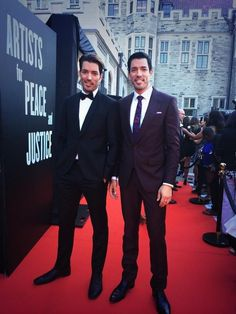 @MrSilverScott & I on the red carpet before hosting the @artistsforpeace auction!