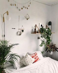 Find Out Inspiring Tips To Decorate Small Bedroom Design Using Houseplant 2018 Bedroom Ideas For Small Rooms Bedroom Decorate Design Find Houseplant Inspiring Small Tips Relaxing Bedroom Colors, Warm Bedroom, Small Room Bedroom, Home Bedroom, Bedroom Decor, Bedroom Ideas, Small Rooms, Bedrooms, Bedroom Themes